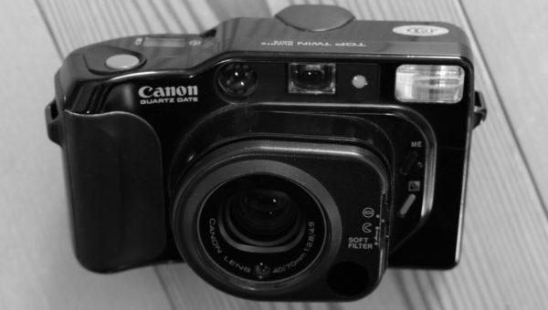 Classic Camera | Canon TOP TWIN – die mit dem verschraubten Batteriefach